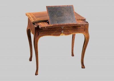 Tavolino a scrittoio da centro aperto